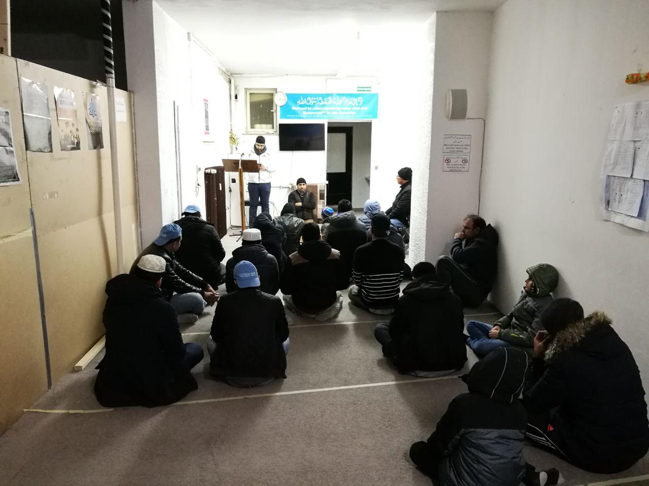 After-Tahajut-and-Fajar-Namaz-reading-Sadar-Sahab-Khudam-Ul-Ahmadiyya-Messege